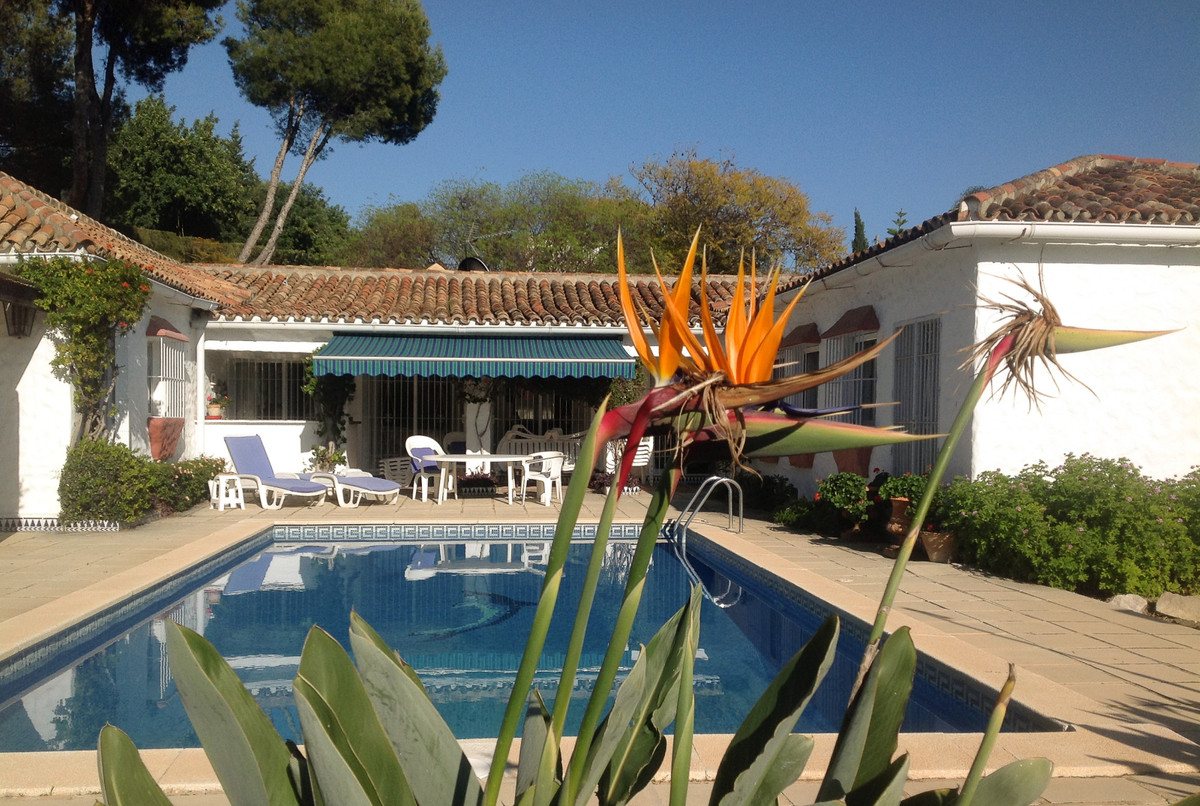 UNIQUE OPPORTUNITY! Villa on one level with a lot of charm built in the style of a Cortijo. Stunning,Spain
