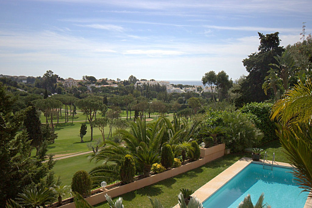 Villa in a small gated urbanisation frontline golf and walking distance to the beach in Marbella. As, Spain