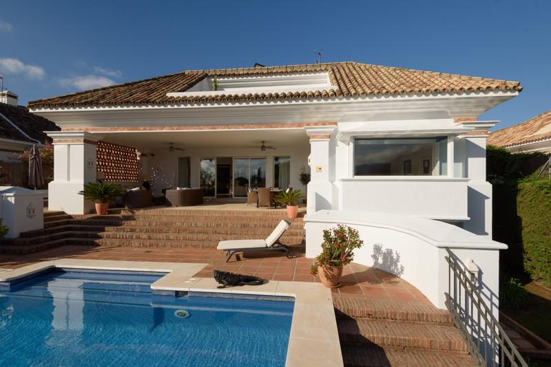 Villa – Chalet, Nueva Andalucía – R3522172