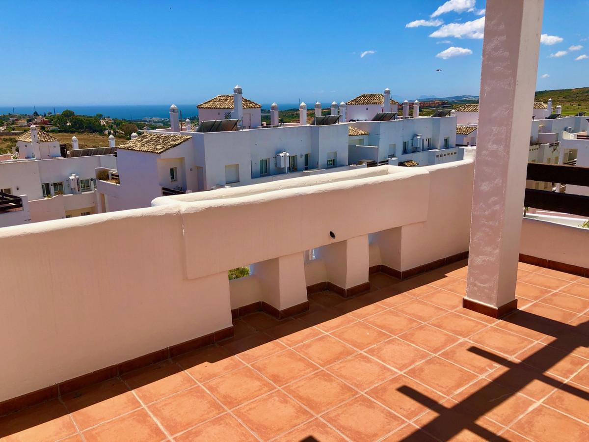 R3878113   Penthouse in Estepona – € 155,000 – 2 beds, 1 baths