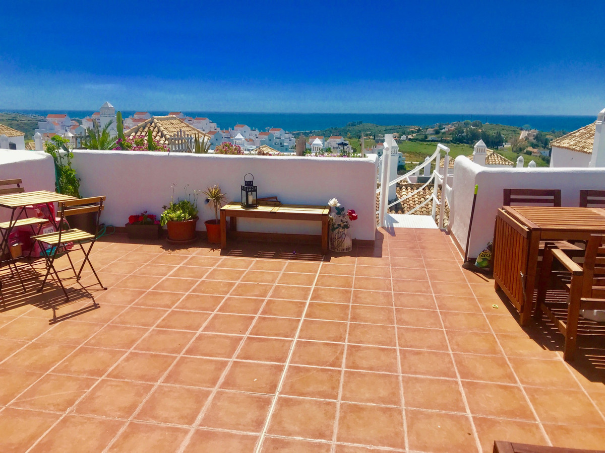 Wow! Fantastic south facing penthouse in a desired complex! Total of 3 terraces to enjoy sun all day,Spain
