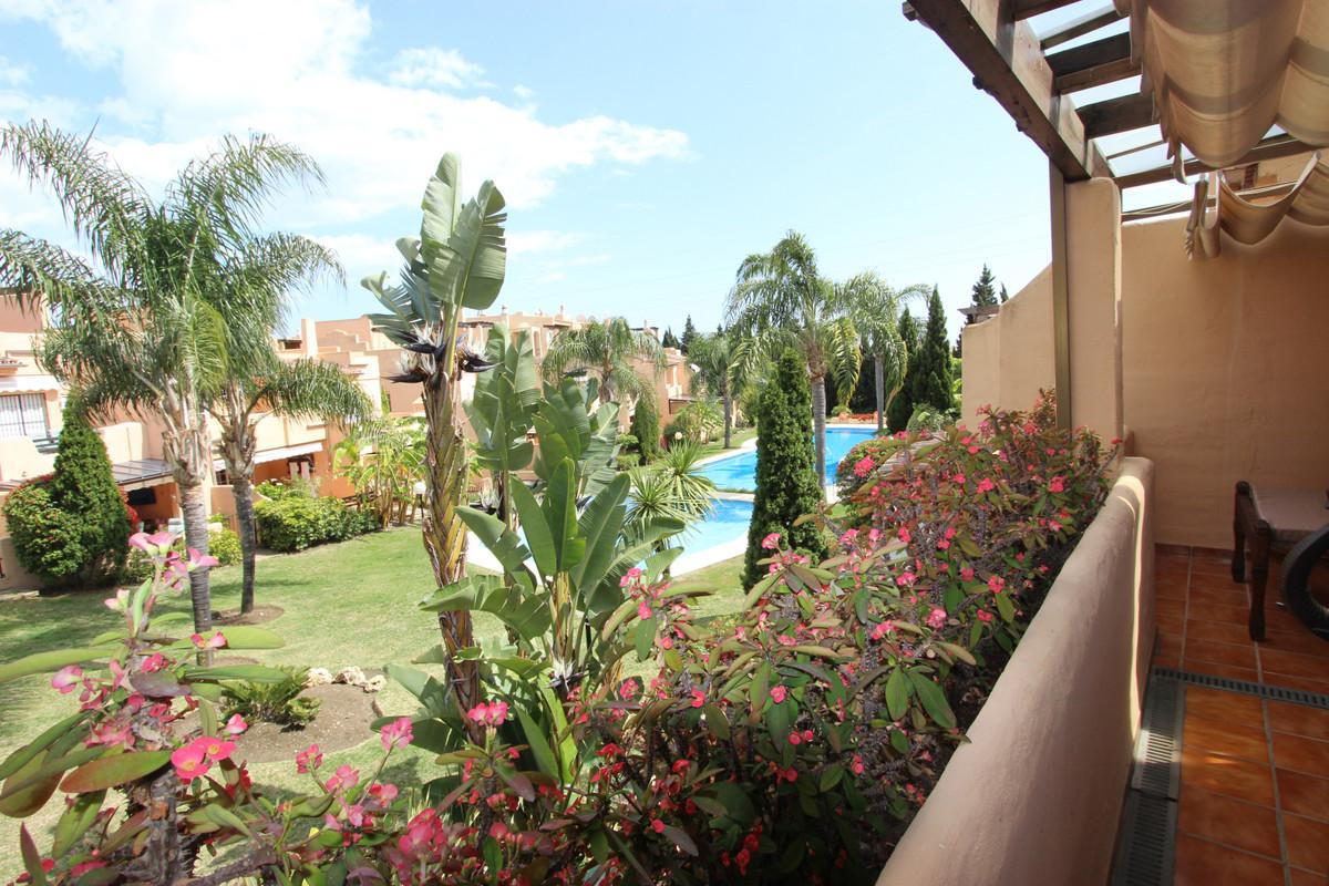 Marbella Banus Adosada en Venta en Marbella – R3542185