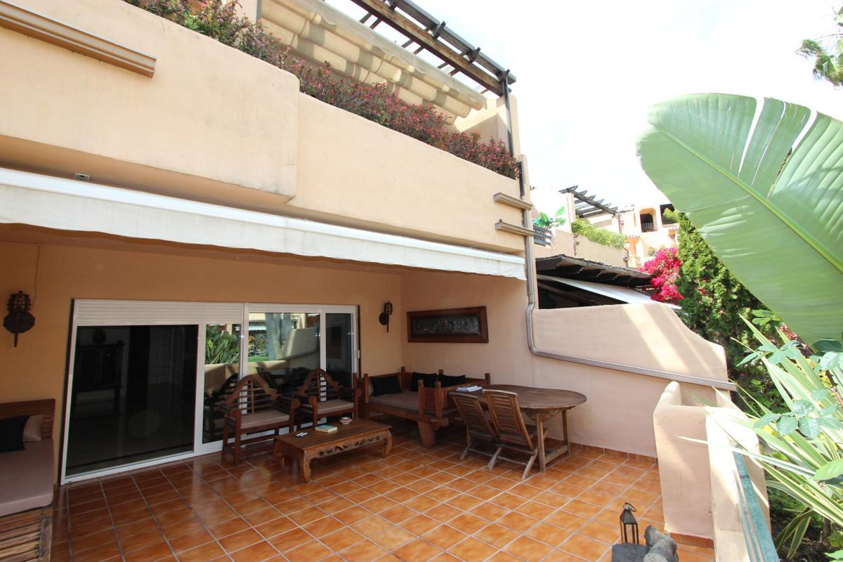 Adosado en Venta en Marbella – R3542185