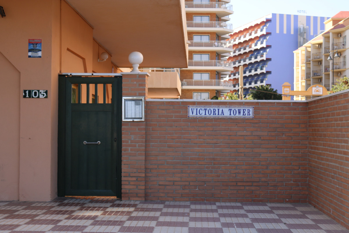 Magnificent apartment, on the beachfront in  Victoria Towers Building. Unbeatable location.  The apa, Spain