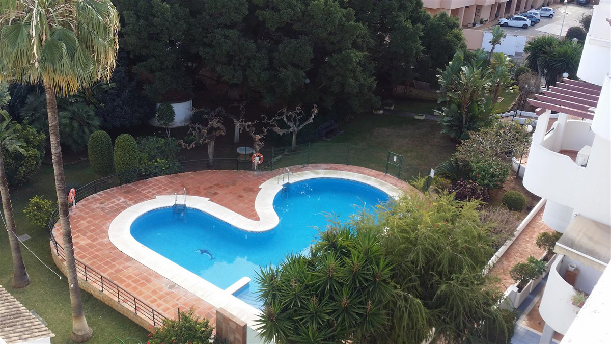 A Fantastic Duplex Penthouse in the heart of the much sought after La Carihuela.  This house is seco, Spain
