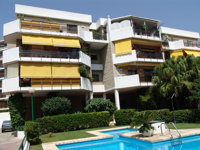 Apartamento con 3 Dormitorios en Venta La Carihuela