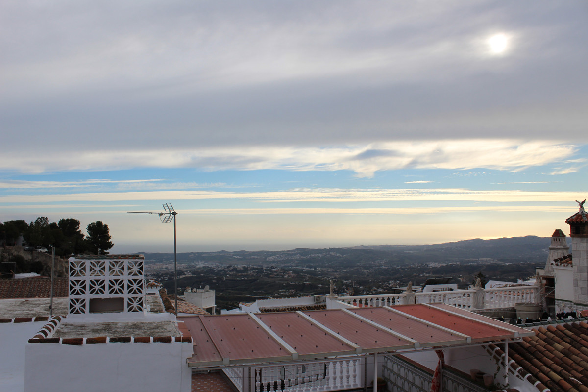 *** NEW LISTING ***  Beautiful 3 bedroom,1 bathroom ground floor apartment Situated in the centre of,Spain