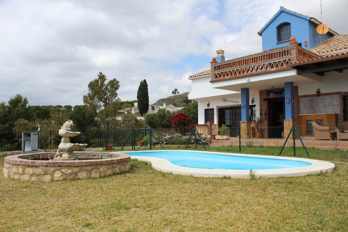Detached Villa, Malaga, Costa del Sol. 5 Bedrooms, 3 Bathrooms, Built 439 m², Terrace 46 m², Garden/, Spain
