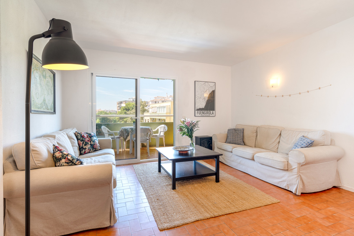 In one of the most popular areas of Los Boliches lies this very nice apartment. The apartment consis, Spain