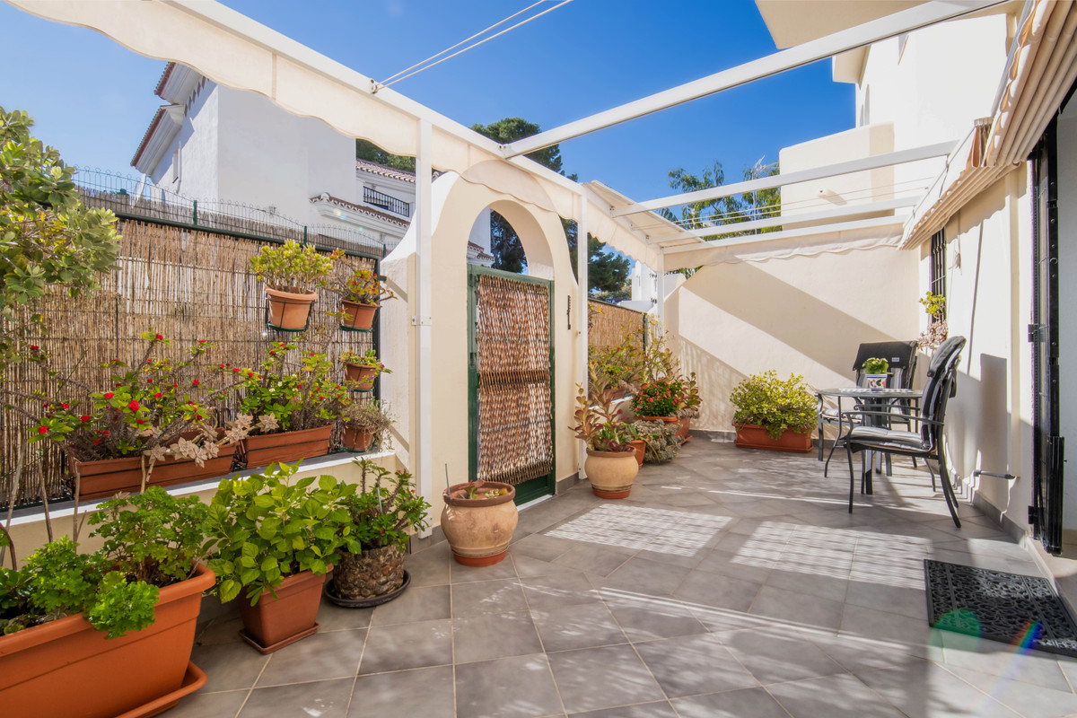 Nice townhouse in Torreblanca within walking distance to the beach and all amenities.  This beautifu,Spain