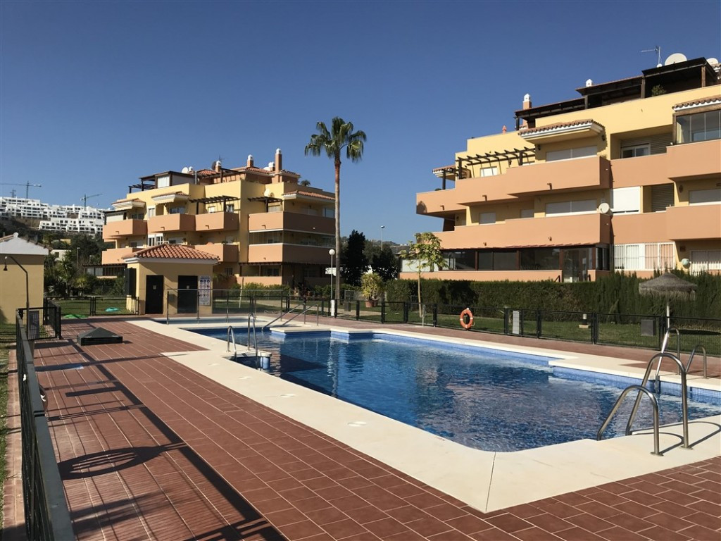 Originally listed at 365.000 € now reduced to 350.000 € Impressive penthouse that we found in a priv,Spain