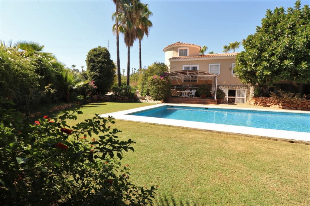 Wonderful farm located a few minutes from Lauro Golf with very good access and very private. The mos,Spain