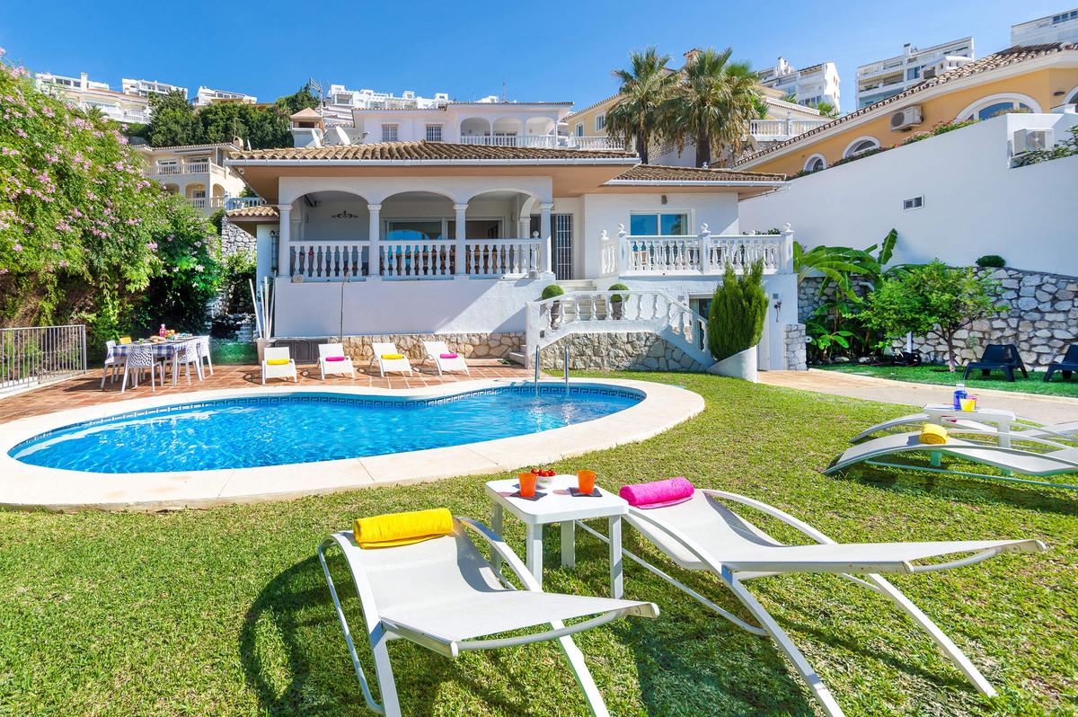 Originally listed for 640,000€, recently reduced to 595,000€. A perfect villa for those who want a bSpain