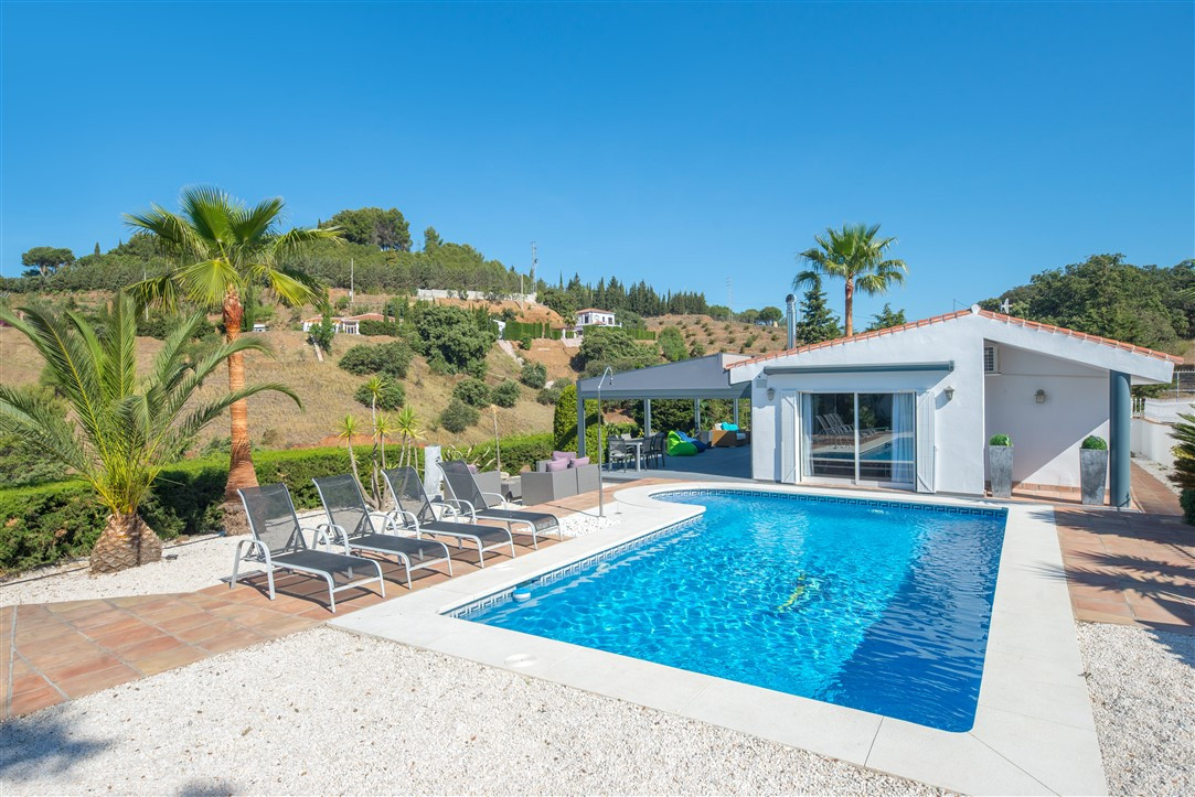 Excellent finca that we found in Alhaurin el Grande. Located in an elevated position with spectacula,Spain