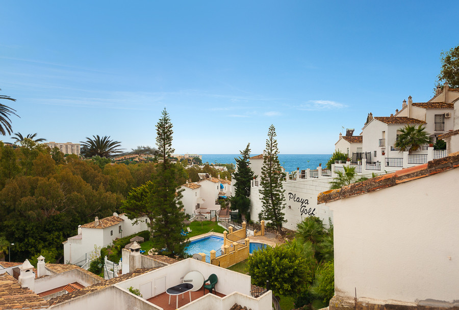 Originally listed at 342,000 € now reduced to 299,950€  This very spacious townhouse is situated ver,Spain
