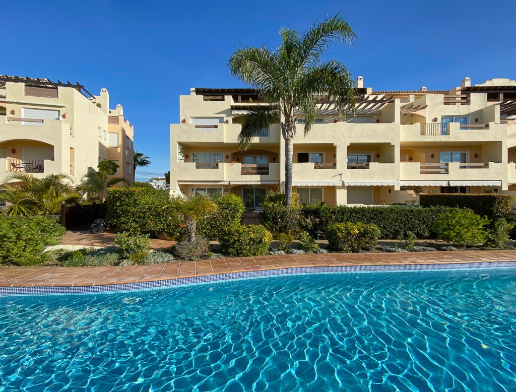 This attractive south facing front line golf apartment has been built to a high standard and has fab, Spain