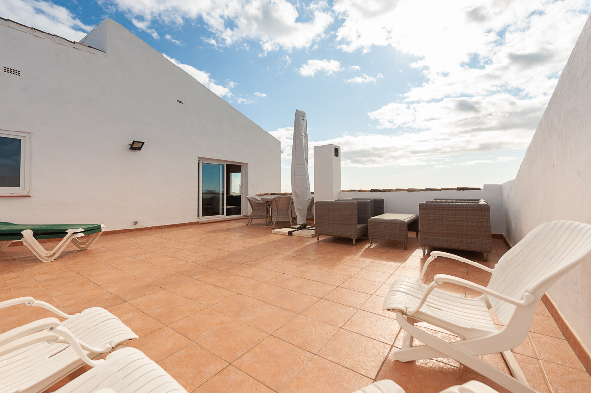 This is a fabulous penthouse inside the well-known development Delta Mar Suites in Riviera del Sol, ,Spain