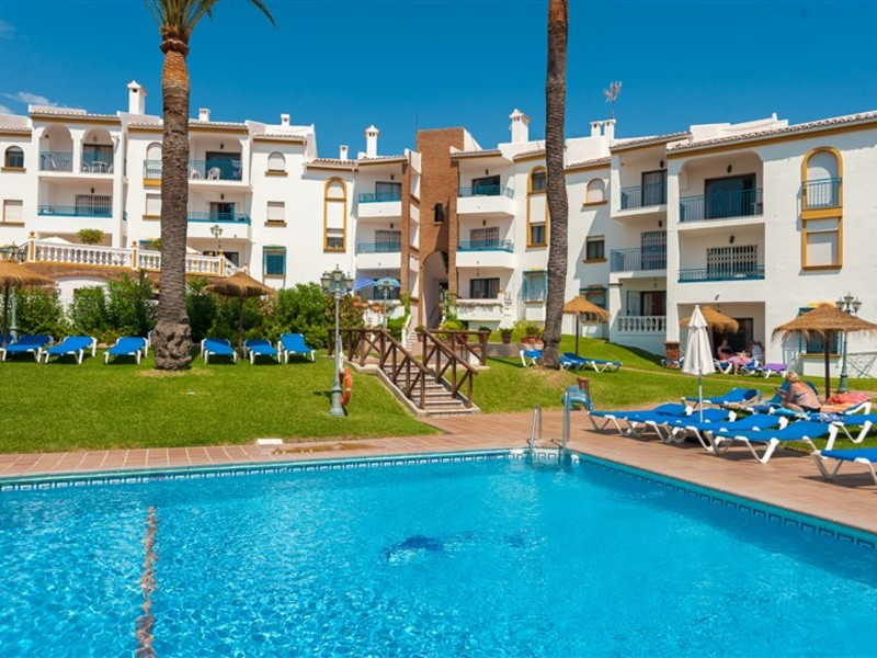 Great top floor apartment with 2 bedrooms and a bathroom that we find in a private and safe urbaniza,Spain