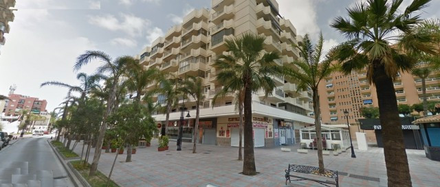 Fantastic 3 bedroom, 2 bathroom apartment located in a building just 100 meters from the beach in Fu, Spain