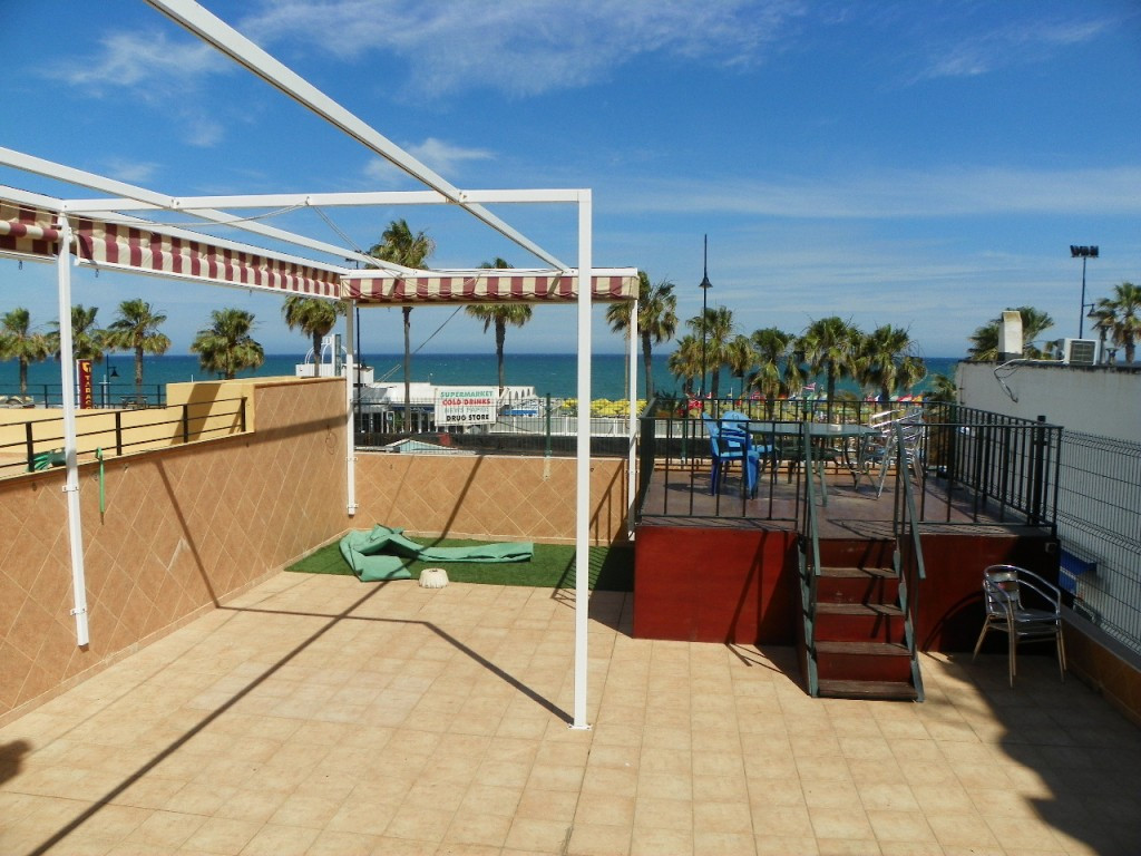 Excellent frontline beach 2 bedroom apartment located in the sought after area of el  Bajondillo in ,Spain