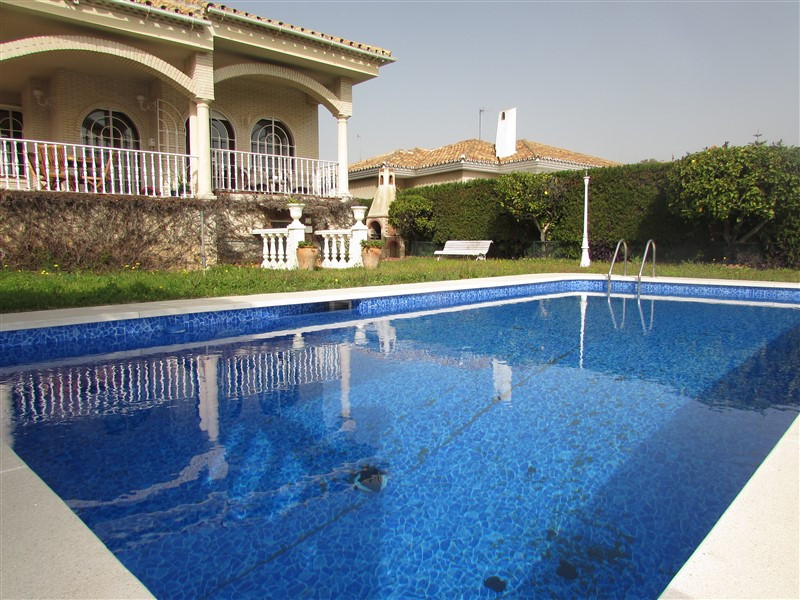 Fantastic villa with large bedrooms (on the ground floor)  and lots of light, renovated with underfl,Spain