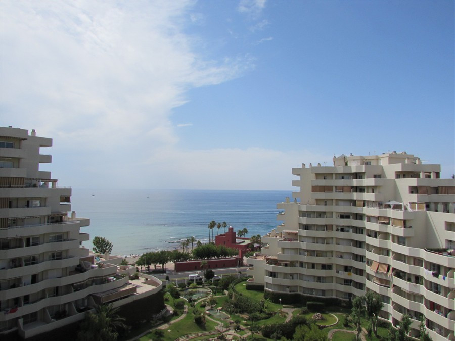 Originally listed for 288,000€ and recently reduced to 259,000€.  Mezzanine floor apartment with one Spain