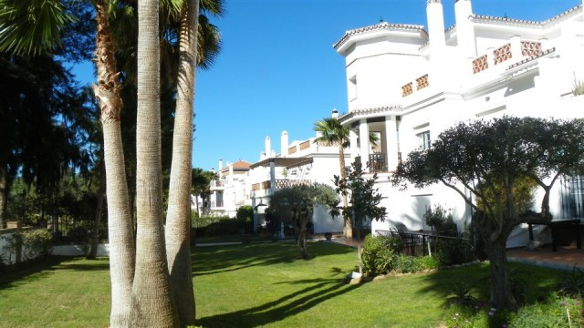 Fabulous front line golf 3 bedroom townhouse situated in the very popular Lauro Golf Urbanization. T,Spain