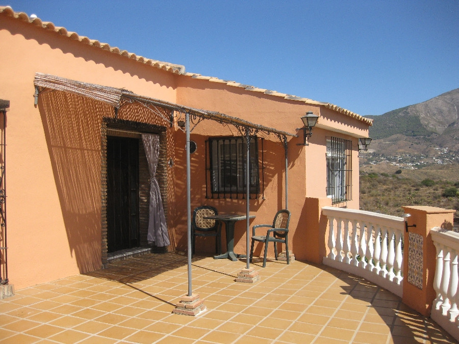 Originally listed for 385,000€ and recently reduced to 275,000€. Fabulous 3 bedroom finca located in,Spain