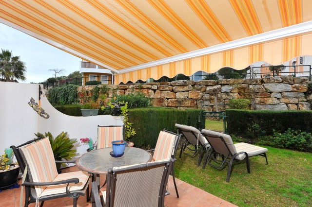 Fabulous semi-detached house that we find in a very well maintained urbanization with communal garde,Spain