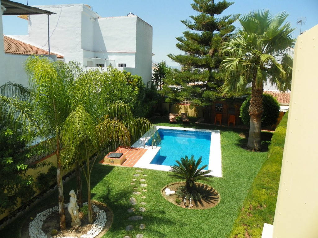 Originally listed for 415,000€ and recently reduced to 380,000€. A fabulous 3 bed villa located in t,Spain