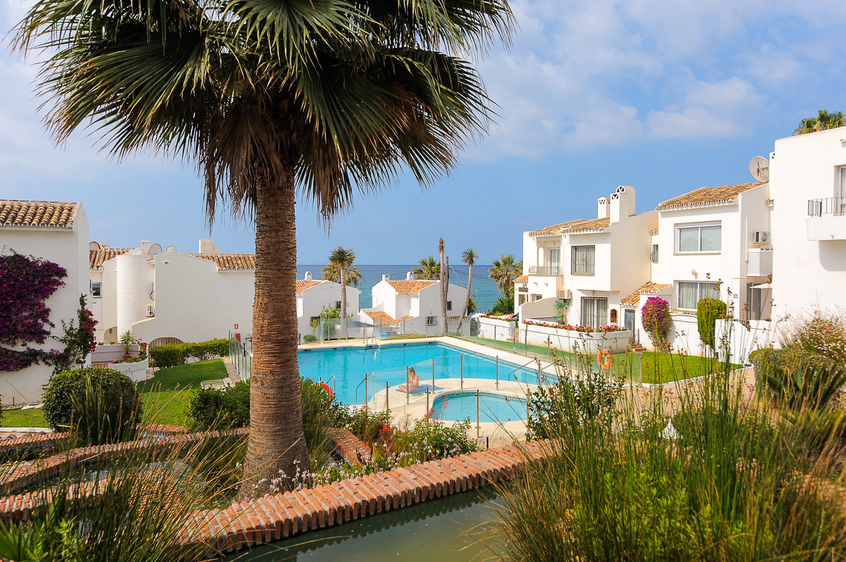 Excellent townhouse in a fabulous urbanization on the beachfront in Mijas Costa built over two floor, Spain