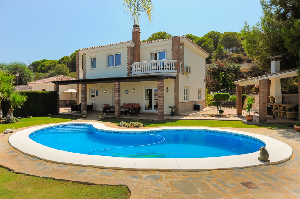 Located on the most prestigious urbanisation of Alhaurin El Grande, this fabulous villa sits on a pr,Spain
