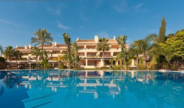 Apartment, Nueva Andalucía, 825.000
