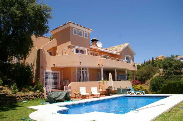 Price recently reduced from 1.495,000€ to 699,000€.  Beautiful family home with south facing sea vie, Spain