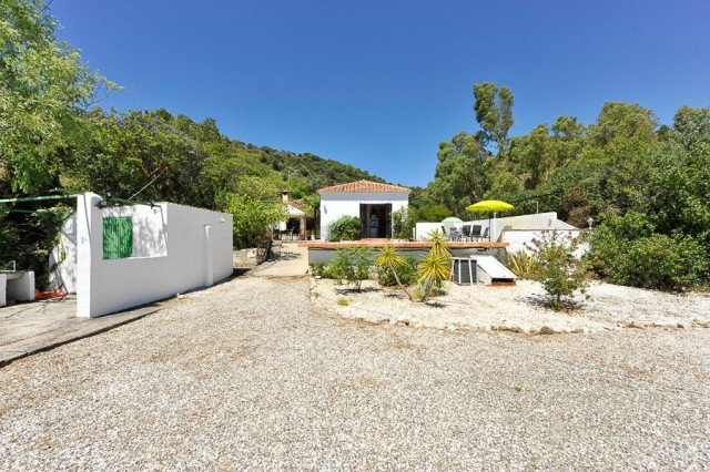 Originally listed for 395,000€ and recently reduced to 325,000€.  Finca on a large plot.  An unusual, Spain