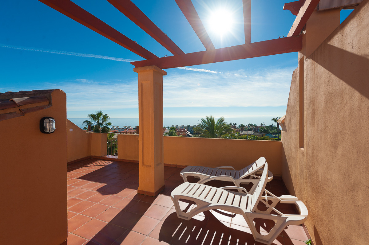 This is a very beautiful townhouse, inside a well maintained gated urbanisation in West Estepona, wa, Spain