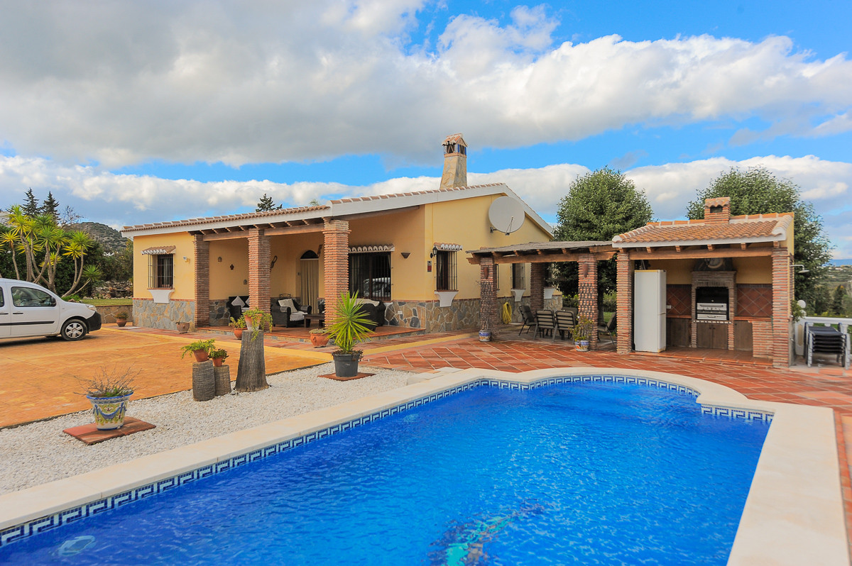 Fabulous 3 bedroom finca built on one floor on the outskirts of Alhaurin el Grande. Located on a fla, Spain