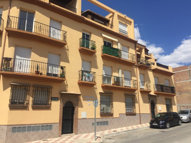 Great 3 bedroom apartment that we find in Alhaurin el Grande. The property is very spacious with a l,Spain