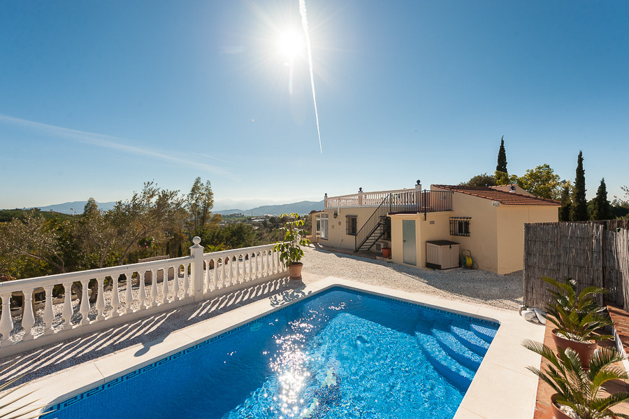 Originally listed at 275,000 € now reduced to 240,000 €. Fabulous 3 bedroom finca located in the Cam, Spain