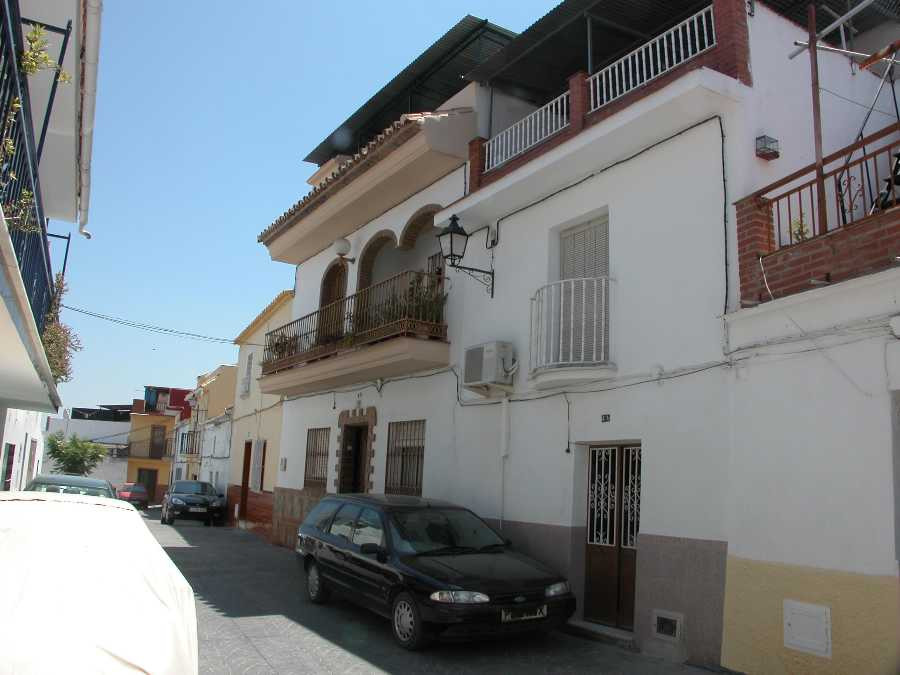 A typical village house within walking distance from local amenities. The living accommodation at th,Spain