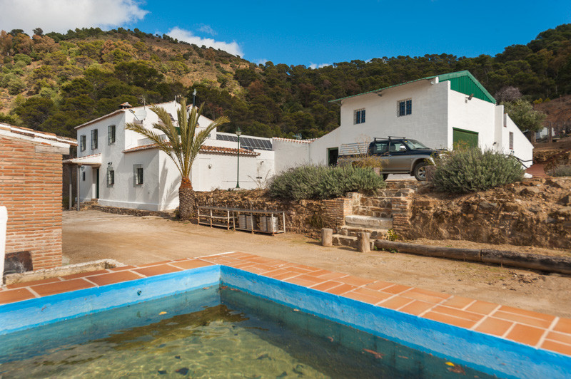 This is a fantastic and unique opportunity presenting itself as a property, this finca is located in,Spain