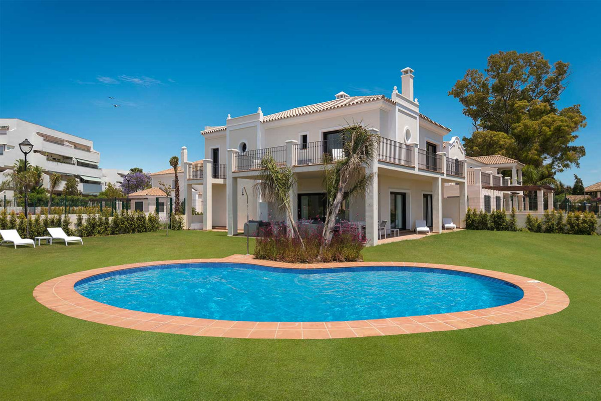 New Development: Prices from € 695,000 to € 1,599,000. [Beds: 3 - 5] [Baths: 4 - 5] [Built, Spain