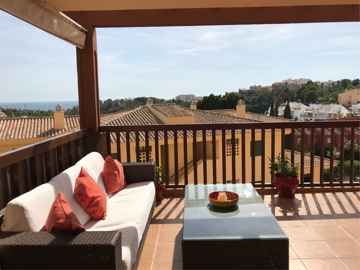Excellent 2 bedroom apartment that we find in the Torrequebrada Golf area, in a very well maintained,Spain