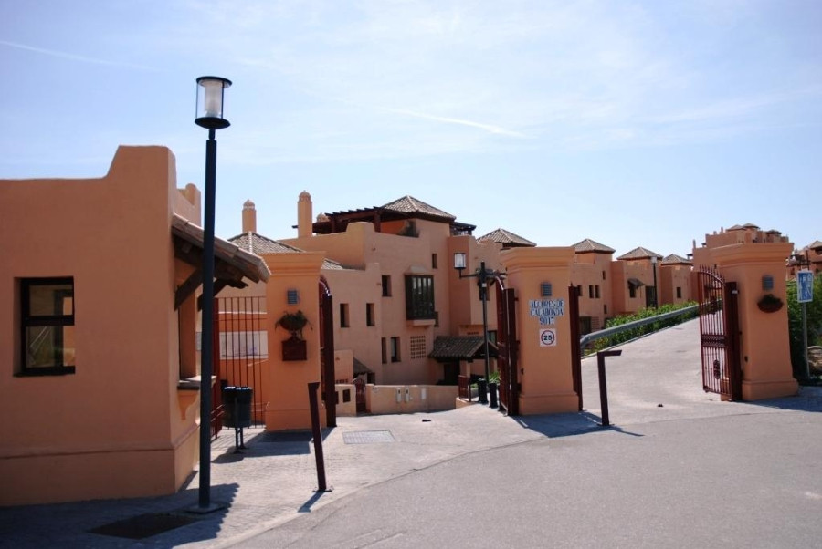 Great ground floor duplex apartment situated in the well known area of Calahonda, Alcores de Calahon,Spain