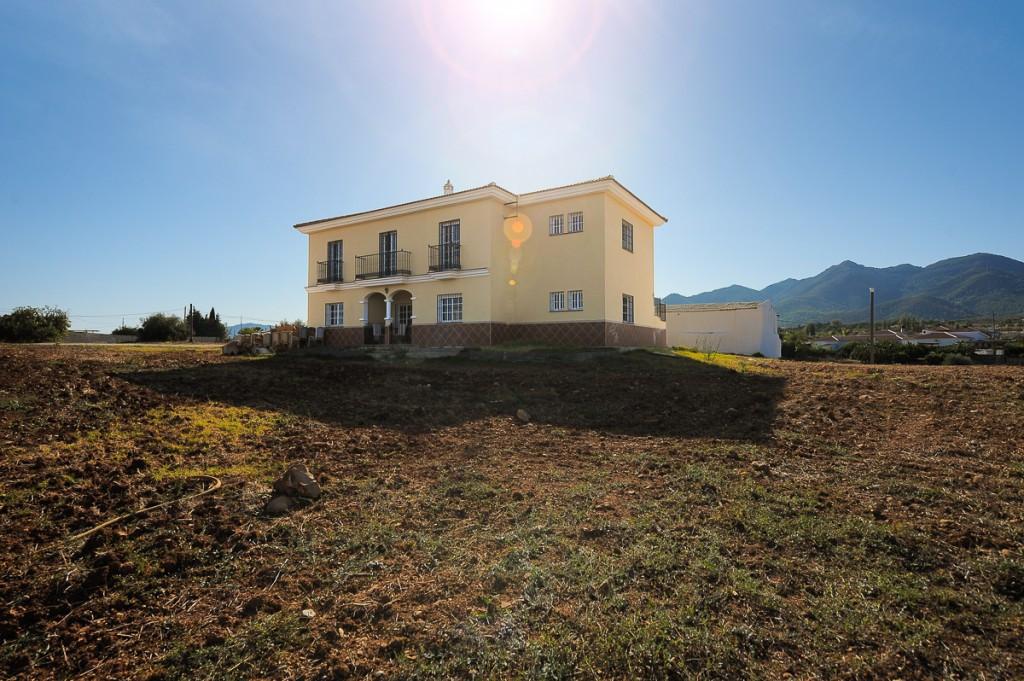 Villa 3 Dormitorios en Venta Alhaurín de la Torre