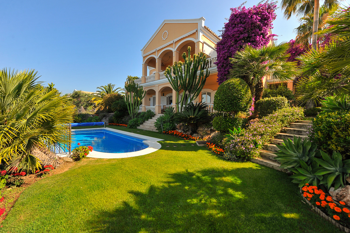 This is a very beautiful villa on the Istan road, a few minutes drive from the village and 10 minute, Spain
