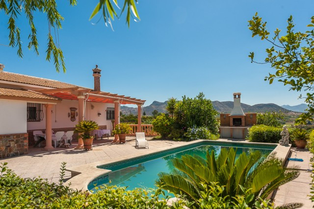 Originally listed for 449.000€ and recently reduced to 350.000€. Fabulous finca located near the vil, Spain