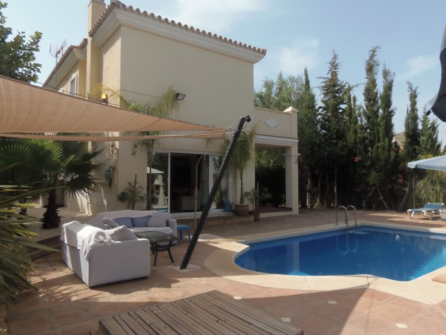 Fantastic villa that we find in the sought after urbanization of Alhaurin golf. The property has a f,Spain