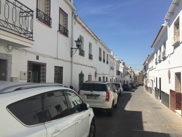 Originally listed at 99,000 € new price 75,000 €Excellent townhouse in the center of Alhaurin el Gra, Spain