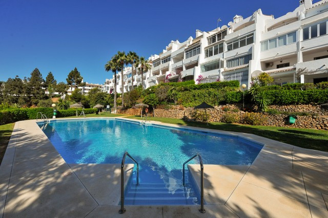 This is a delightful ground floor apartment inside a gated and well maintained complex in Calahonda,, Spain